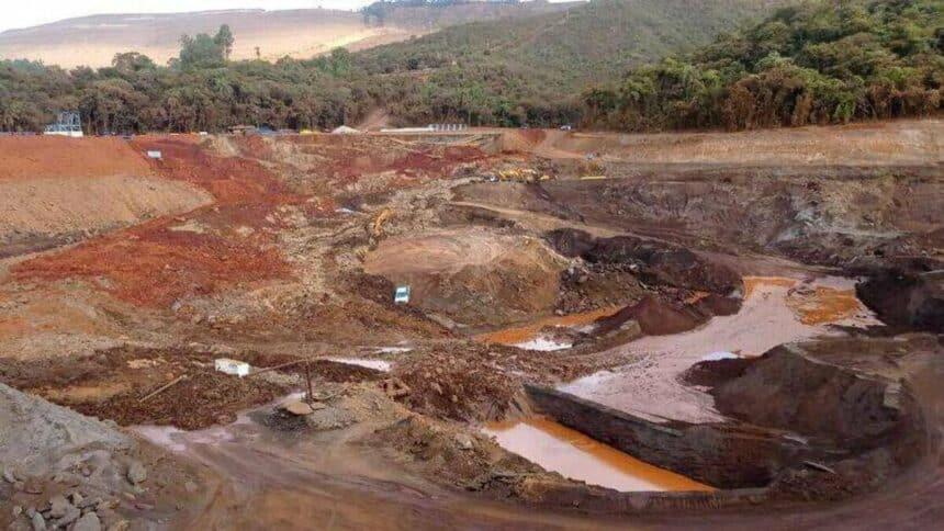 Sarzedo sofre deslizamento de talude em mina da empresa itaminas