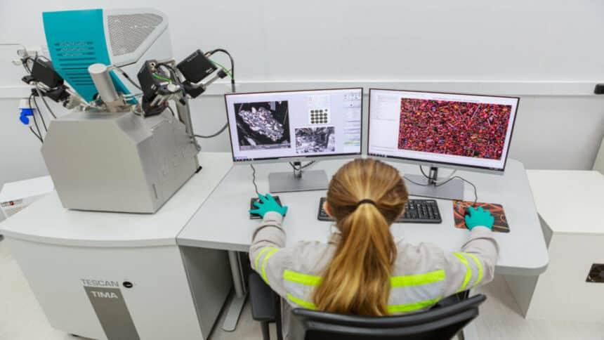 Um marco na mineração foi a criação do Laboratório de Mineralogia Aplicada (LMA) pela CMOC Brasil para fazer pesquisas após a exploração mineral de compostos como o nióbio