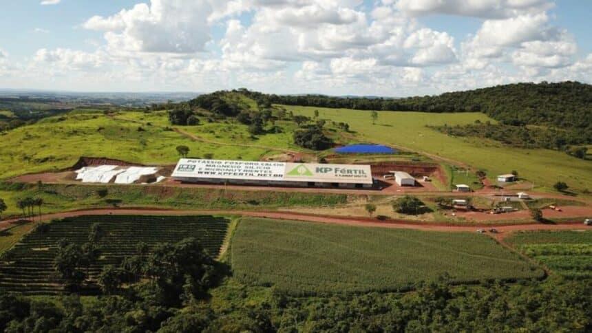 Entrando no mercado de energia renovável, a Harvest Minerals está construindo usina de energia solar capaz de suprir sua atividade na mineração