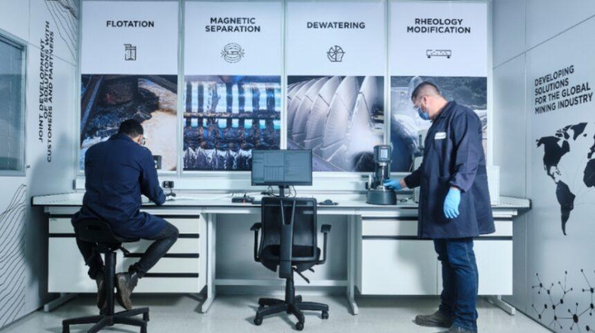 Clariant inaugura novo laboratório para tratar dos rejeitos descartados pelas mineradoras na fabricação de novas tecnologias no setor de Mineração, como veículos elétricos, para promover a sustentabilidade